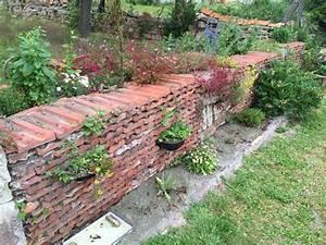 Alte Ziegelsteine Im Garten : dachziegel im garten garten alte ziegel und steinmauer ~ A.2002-acura-tl-radio.info Haus und Dekorationen
