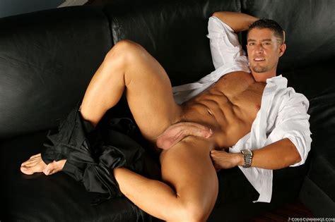 Barefoot Men: The beauty of nude men