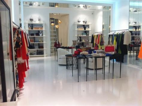 kardashian boutique dash officially opens on melrose