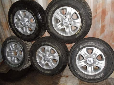 toyota land cruiser   alloy wheel  tyre