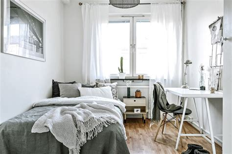 Minimalist Bedroom Ideas For Small Rooms by Minimalist Apartment Decor Modern Luxury Ideas D E C