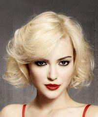 Short Wavy Light Platinum Blonde Bob Haircut with Side