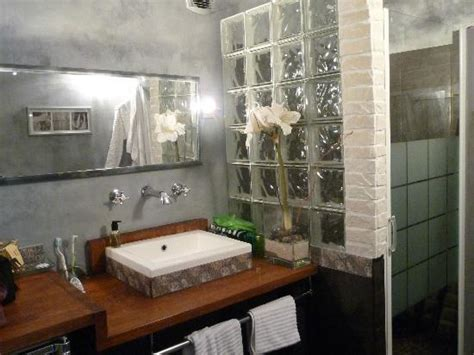 trouver un hotel avec dans la chambre salle de bain aquarius avec a l 39 italienne photo