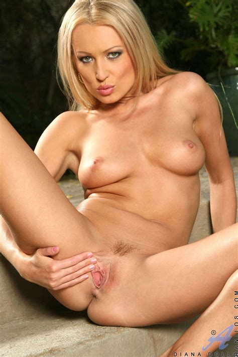 Sizzling Hot Blonde Anilos Cougar Spreads Her Pussy Lips