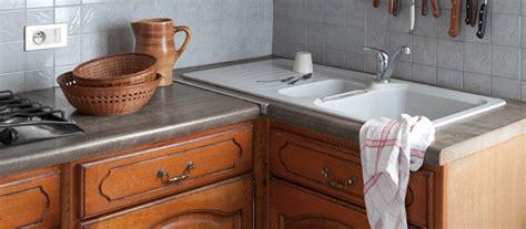 rénovation cuisine peindre meubles cuisine en bois vernis