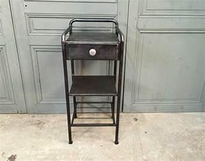 Table De Nuit Metal : petite table de nuit m tal ~ Carolinahurricanesstore.com Idées de Décoration