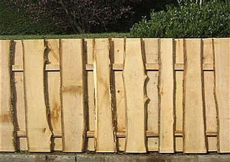 sichtschutzelemente aus naturholzstangen schaelholz