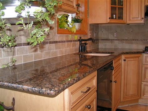Granite Kitchen Backsplash : Baltic Brown Granite & Tile Backsplash