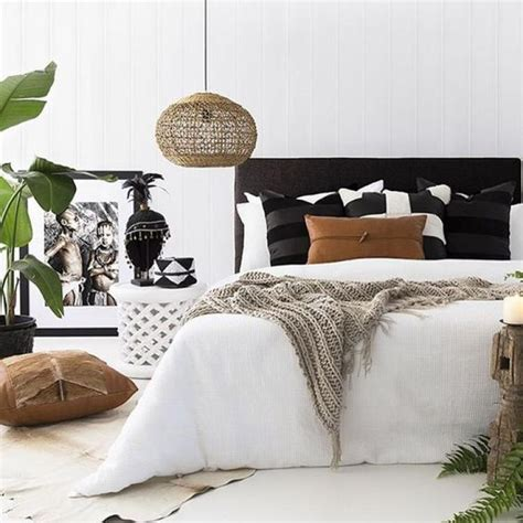 Bedroom Decorating Ideas With Black And White by Small Black And White Bedroom Colors Decorations With Plat