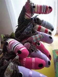 Aus Socken Basteln : die 25 besten ideen zu steckenpferd basteln auf pinterest cowboy partyspiele schwimmnudeln ~ Watch28wear.com Haus und Dekorationen