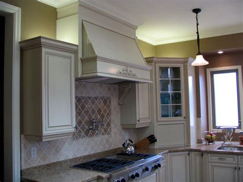 large decorative range hood   gas cooktop note