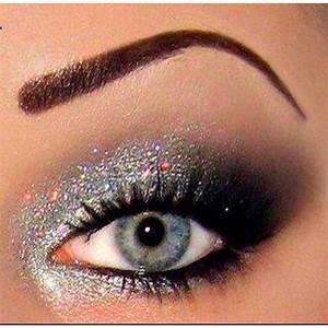 Black smokey eye, Black smokey eye makeup and Glitter on ...
