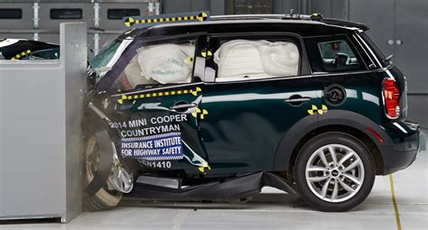 siege auto crash test 2014 all but one of a dozen small cars fall in crash test