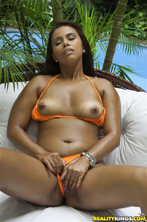 Tanned Girl Has Soaking Wet Pussy Photos Cris Brasil