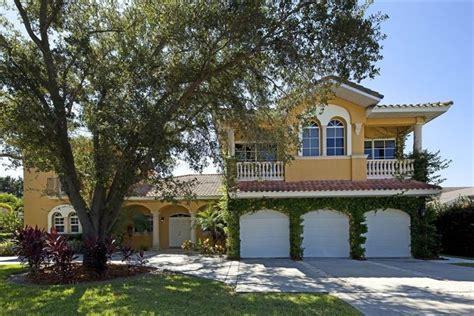 Hotels & Vacation Rentals Near Sarasota Jungle Gardens