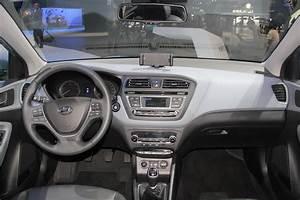 Hyundai I20 Blanche : hyundai i20 s rieuse vid o en direct du salon de paris 2014 ~ Gottalentnigeria.com Avis de Voitures