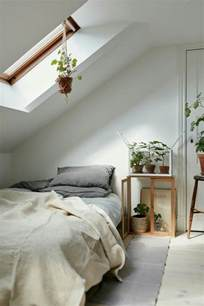 chambre en sous pente lit pour chambre mansarde dco chambre sous pente deux