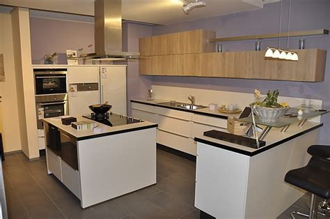 küchen modern mit kochinsel nobilia musterk 252 che moderne l k 252 che mit glastresen und
