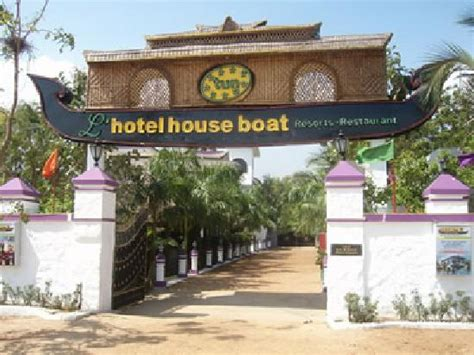 Houseboat Ecr by House Boat Picture Of Tun L Hotel House Boat
