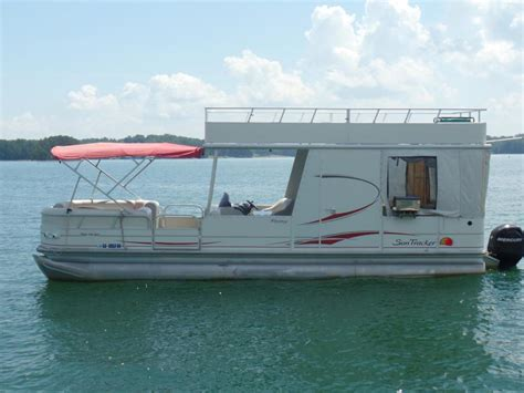 tracker party hut  boats  sale