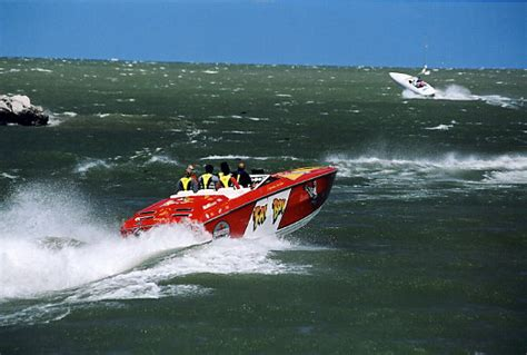 Cigarette Boat In Rough Water by Rough Water Pics Page 6 Offshoreonly