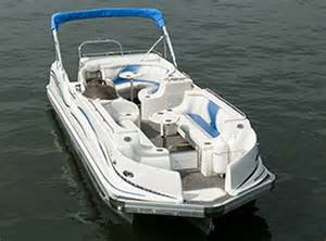 Deck Boat Vs Pontoon Boat by Why Pontoon Boats Are Sweeping The Country