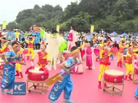 Chinese Dragon Boat Festival Youtube by What Do Chinese Do On Dragon Boat Festival Youtube