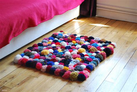 faire un tapis en diy faire tapis de pompons