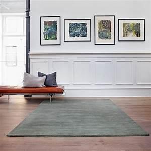 Couch Mitten Im Raum : earth teppich von massimo connox ~ Bigdaddyawards.com Haus und Dekorationen