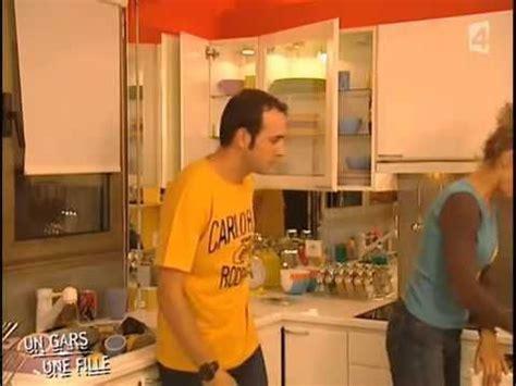 un gars une fille cuisine un gars et une fille dans la cuisine adg