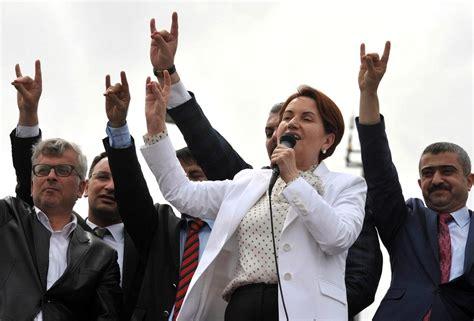 meral aksener  wolf  turkish presidents door