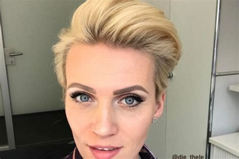The Hottest Short Hairstyles & Haircuts Of 2018 Casual Hairstyles For Graduation African American Neck Length Hair Vogue Uk Black Long In Front Short Back With Beads The Prom 2014 North Korea Permitted Races Easy