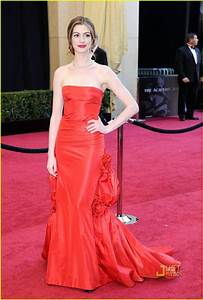 Full Sized Photo of anne hathaway oscars red carpet 2011 ...