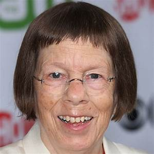 Linda Hunt  Film Actress