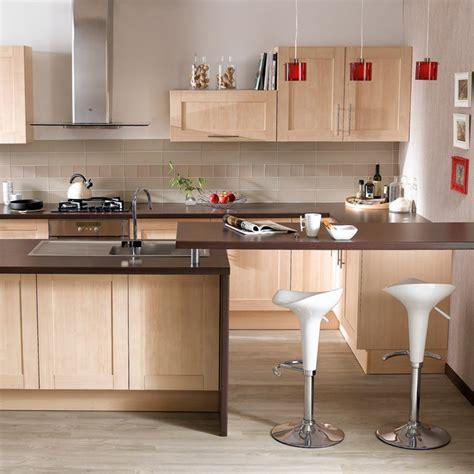 cuisine bouleau valérie damidot nous présente les nouvelles cuisines hygena la cuisine strandra lumineuse et