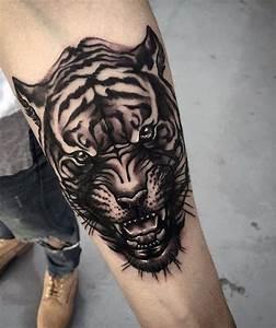 Tattoo Unterarm Schrift : tattoo motive unterarm schrift 8 tiger symbolism jeans mann arm orange schuhe tigerkopf tattoo art ~ Frokenaadalensverden.com Haus und Dekorationen