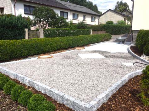 pkw stellplatz anlegen moderne umgestaltung steingarten carporteinfahrt mit stabilisiertem kies envirotek