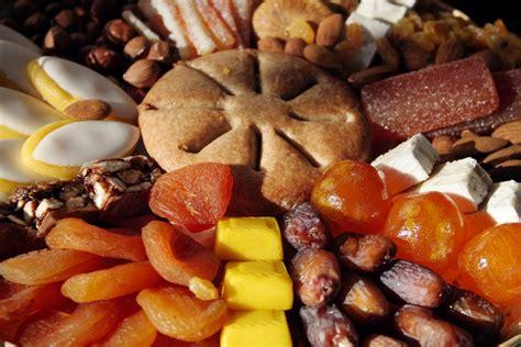 les 13 desserts de provence les treize desserts sont n 233 s au pied du garlaban le grand pastis de psaltis