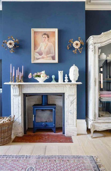 moody  dramatic dark living room ideas  paint