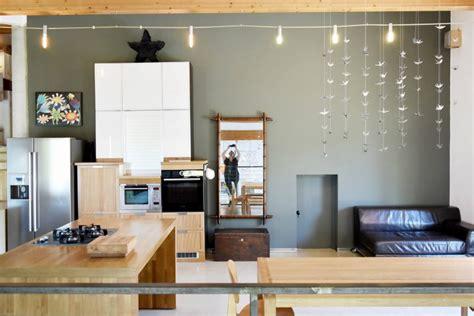 cuisine sur un pan de mur un grand mur gris dans ma cuisine be frenchie