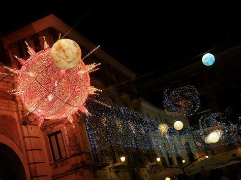 Salerno Illuminazioni Natalizie by D Artista Salerno Si Illumina Per Il Natale 2012