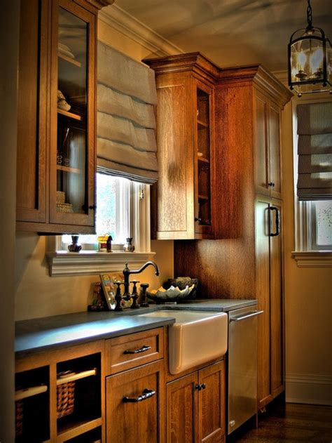 farmhouse kitchen  medium tone wood cabinets design