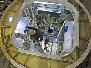 Dragon Spacecraft Capsule - Pics about space