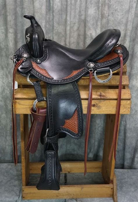 saddles western custom trail horse bar tack saddle riding horses westernsattel cowboys gear dressage quarter armor aw horseback side