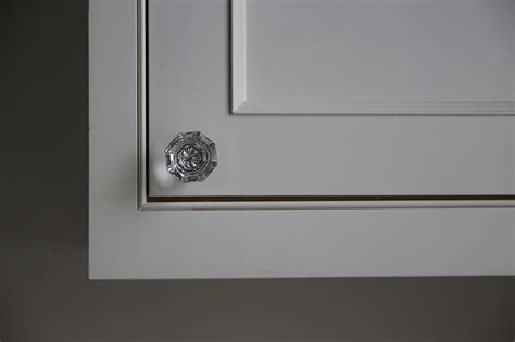 glass kitchen cabinet knobs and pulls how to the right kitchen cabinet hardware 8316