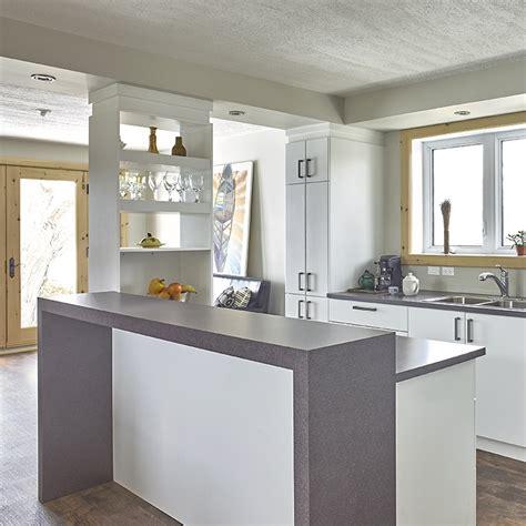 comptoir cuisine stratifié cuisines beauregard cuisine réalisation 339 cuisine contemporaine avec armoires en