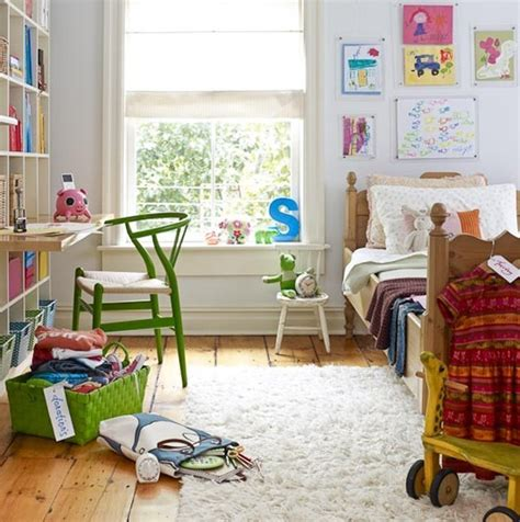 Kidsdeskinbedroom