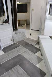 Küchenrückwand Auf Tapete Kleben : die besten 25 vinylboden kleben ideen auf pinterest fliesenaufkleber auf tapete fliesen auf ~ Sanjose-hotels-ca.com Haus und Dekorationen