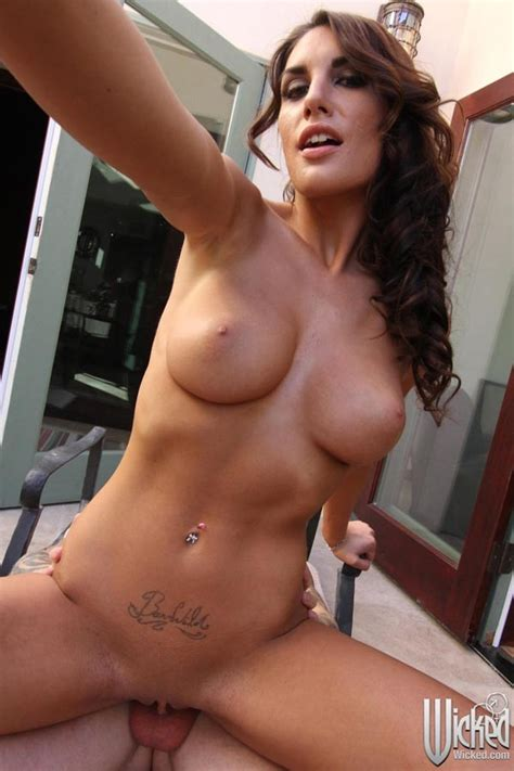 August Ames Takes Some Hot Selfies While Having Sex Pichunter