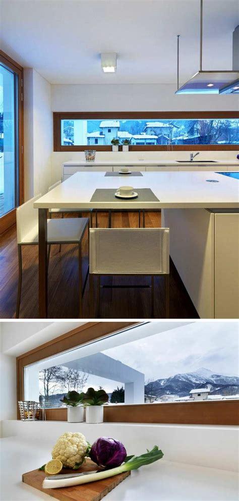 cuisine avec coin repas fenêtre bandeau pour déco de cuisine contemporaine
